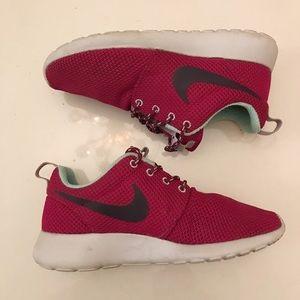 NIKE Women's Roshe sneakers